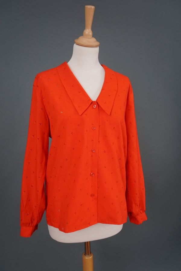 Red shirt with pointed collar Price